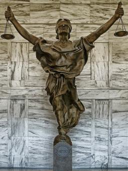 figure-of-justice-237109_1920